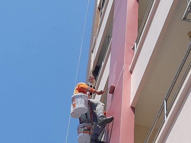 การทาสีบนตึกสูง เพื่อซ่อมแซมตึก และการโรยตัวทาสี